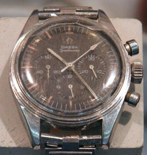 Omega Speedmaster 105.003 należąca do Eugenea Cernana, kapitana misji Apollo XVII (brak pierścienia wokół szkła)