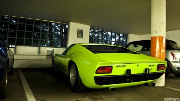 Lamborghini Miura od tyłu...