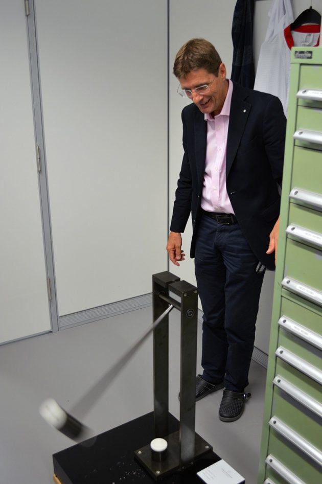 Philippe Roehrich prezentuje działanie 'wahadła'