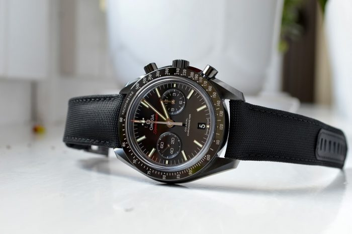 """Hands-On"" Omega Speedmaster ""Dark Side of the Moon"""