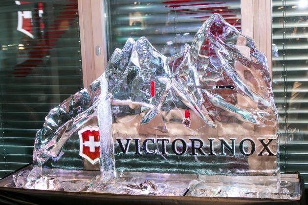 Victorinox INOX w bryle lodu