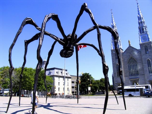 rzeźba Maman - źródło: wikipedia