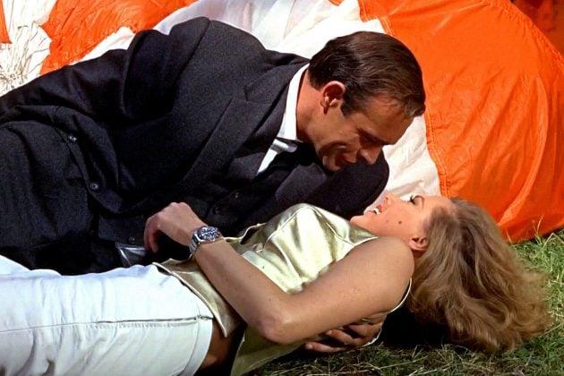 Goldfinger (1964) i Pussy Galore z Rolexem GMT-Master Pepsi / foto: rolexmagazine.com