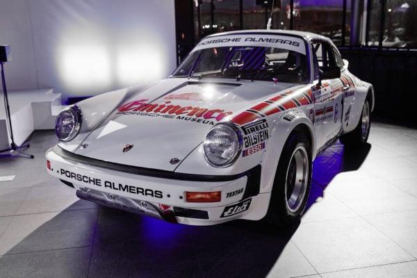 wyścigowe Porsche 911 Carrera Waltera Röhrla