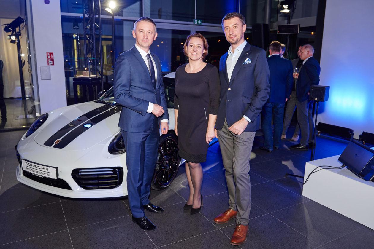 Od lewej: Jacek Grzybek (Dyrektor Porsche Polska), Dorota Michalska (Marketing Manager Porsche Inter Auto), Tomasz Kiełtyka