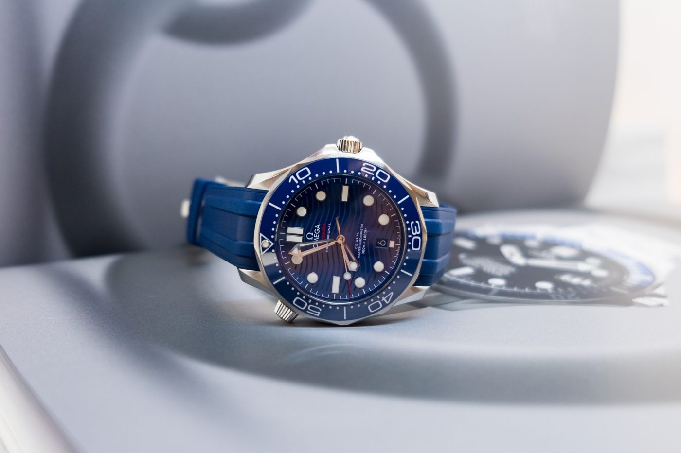 Omega Seamaster Professional Diver 300M z ceramiką i falami na tarczy – Basel 2018 [zdjęcia live, cena]