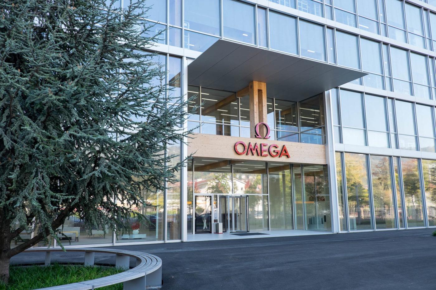 Jak powstają zegarki Omega – z wizytą w nowej fabryce marki w Bienne