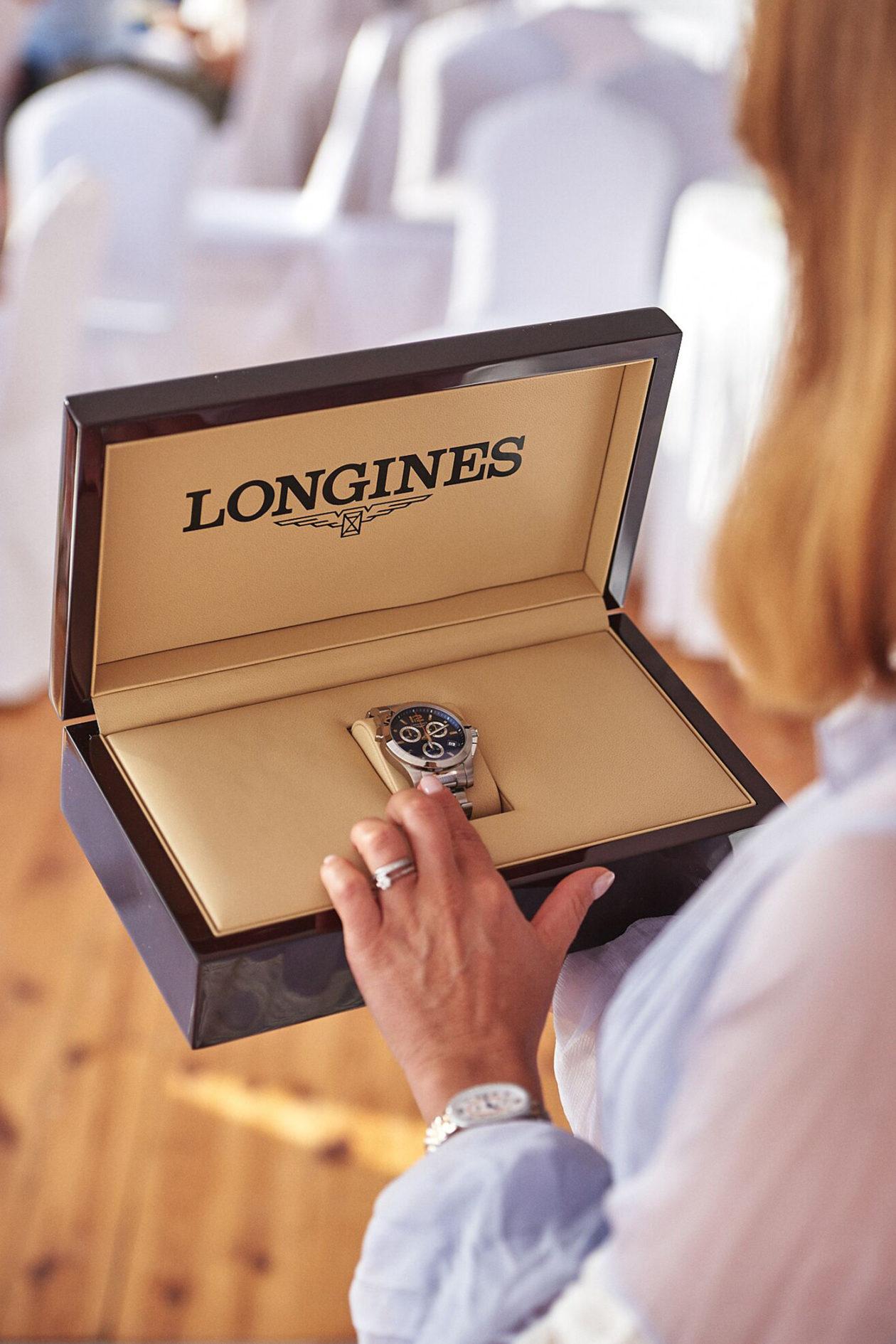 Jedna z nagród w konkursie FEI Jumping Nations Cup- zegarek Longines