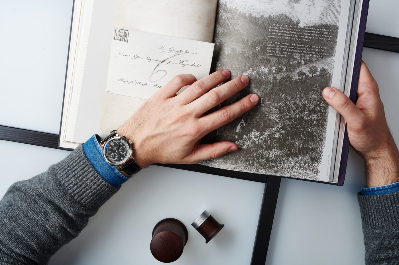 Zegarek – jak właściwie trafił na nadgarstek?