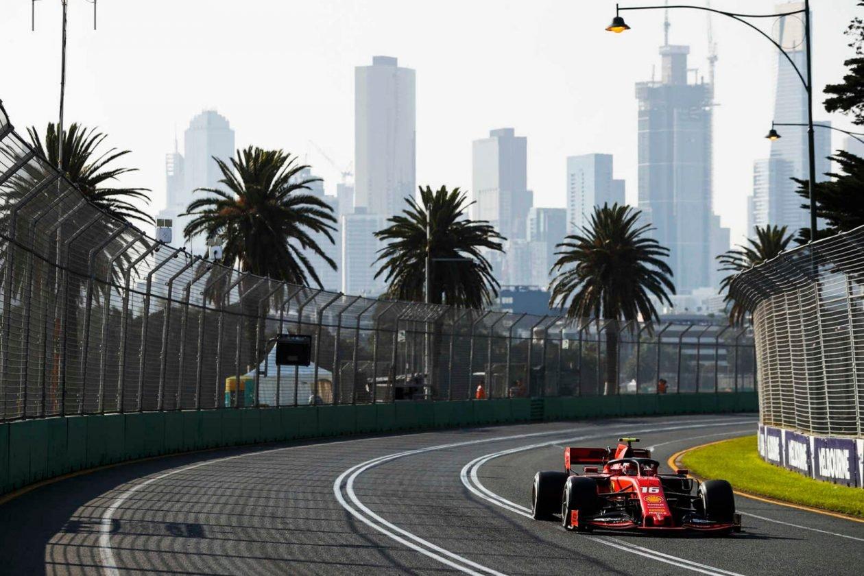 bolid Ferrari na torze w Melbourne