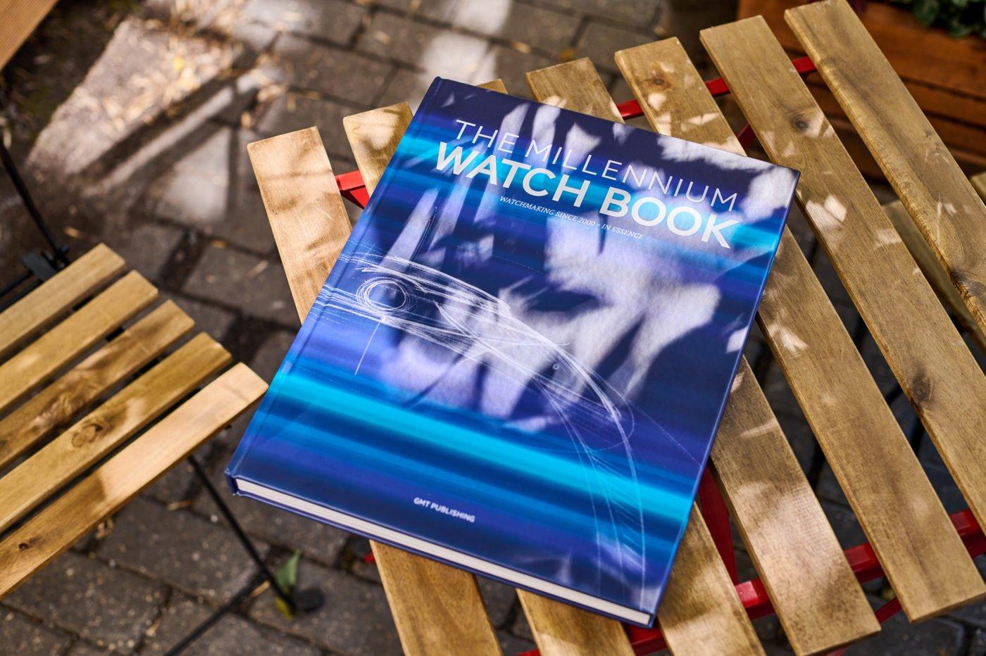 """Biblioteka """"The Millennium Watch Book"""""""